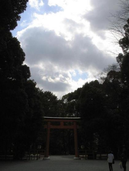 楼門手前から糺の森を見る