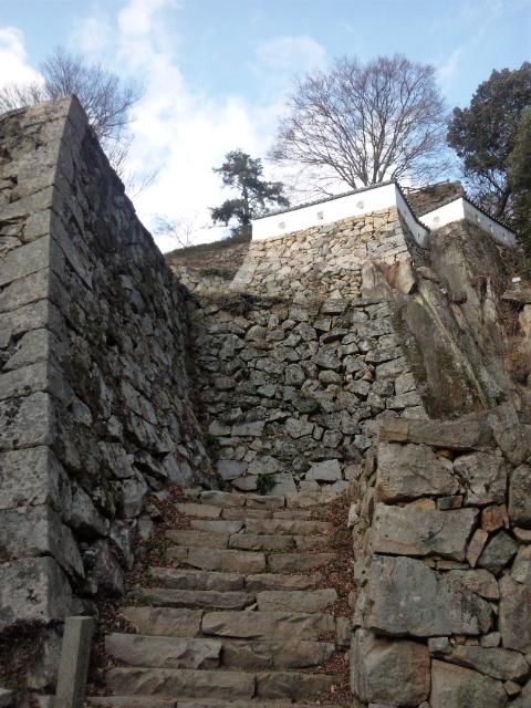 岩壁の石垣