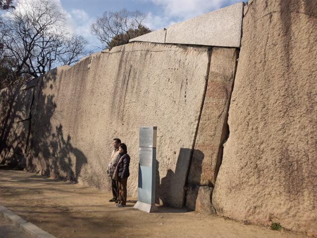 桜門の巨石