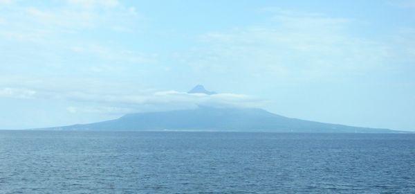 礼文島に渡るフェリーから見た利尻富士