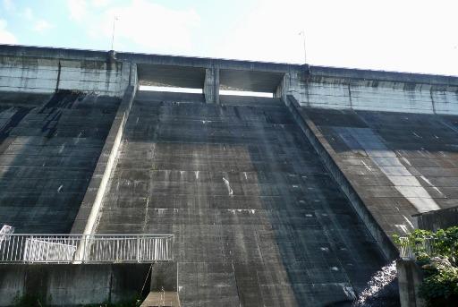 ダムの放水口