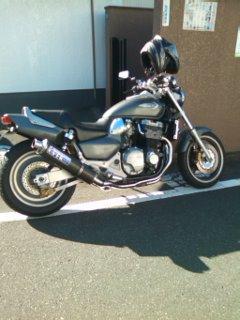 渡辺さんの家の前でバイク