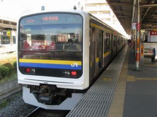 6両編成までしか入れない東金線直通の運用もスタート。