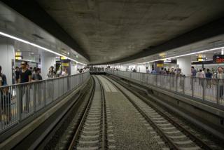 2008年開業当時の副都心線渋谷駅。中央2線の上には仮設の通路が設置されていた。