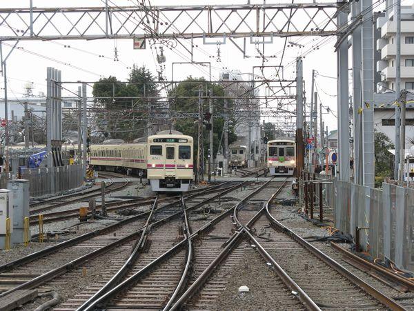 調布駅西側にあった京王線と相模原線の平面交差