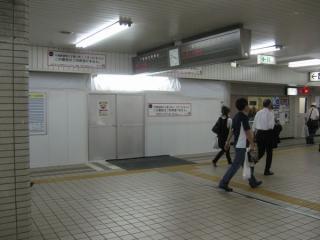 7月1日から閉鎖された7・8番線ホームへの階段。