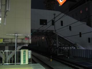 閉鎖された高架線上の仮設通路。