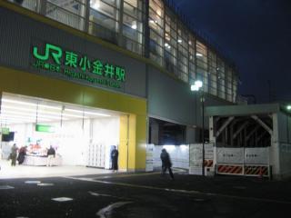 東小金井駅南口。写真右端の地下通路は閉鎖され、その左に北口へ通じる通路が新設された。