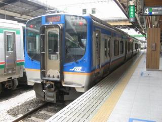 仙台駅に停車中の仙台空港鉄道のSAT721系。