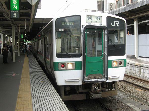 仙台駅に停車中の719系。この日は新幹線車両基地まつりへ向かう客向けの臨時列車に抜擢された。