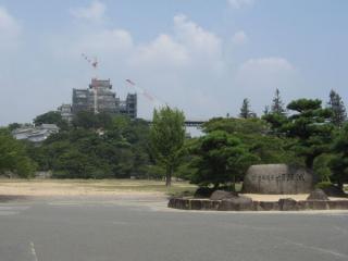 三の丸広場前の「世界遺産 姫路城」の石碑