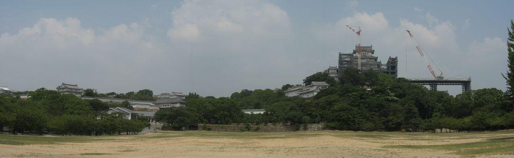 素屋根を建設中の姫路城(3枚合成)