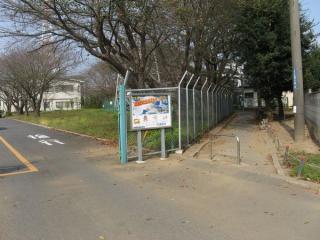大和田排水機場の脇を抜けるサイクリングロード