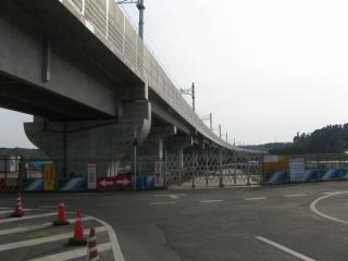 印旛日本医大駅方面へ続く高架橋