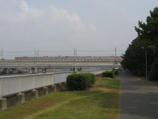JR京葉線と交差