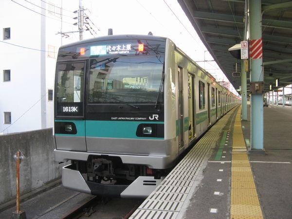 取手駅に停車中の常磐緩行線線E233系2000番台