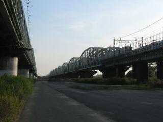 前回訪問時に取手側の河川敷から新橋梁の予定地を見たところ。