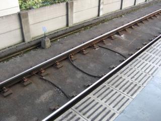 B点(列車の通過を検知するループコイル)