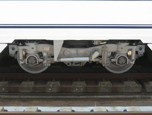 京成電鉄初のボルスタレス台車。東松戸駅にて。