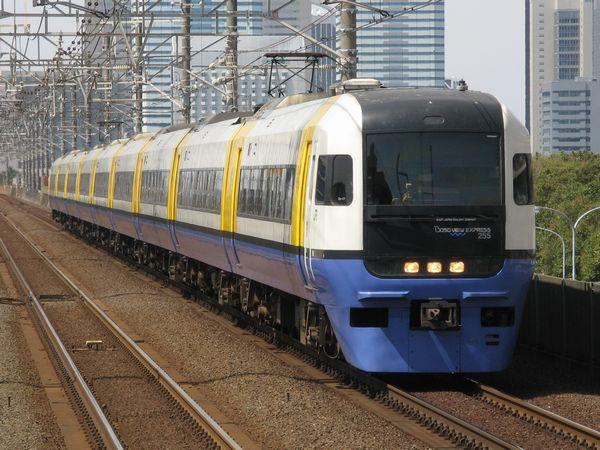 255系「房総ビューエクスプレス」(昼に走っている回送列車)