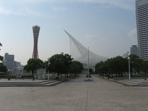 メリケンパークと神戸ポートタワー