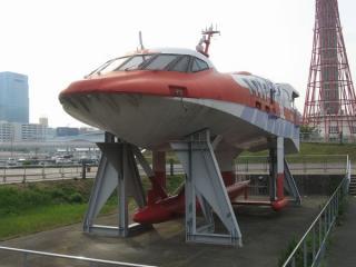 水中翼船「疾風」。水中翼により海面から高く浮上することで波浪の中でも高速で航行できたそうだ。