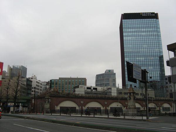 秋葉原駅側から見た交通博物館跡地。今後画面中央に20階建ての高層ビルが建つ。