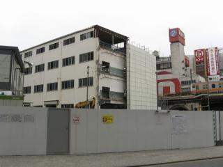 西側(都営新宿線小川町駅側)から見た解体中の交通博物館