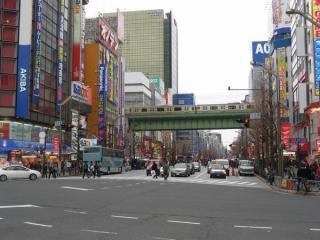 神田明神の近くに位置する秋葉原電気街。