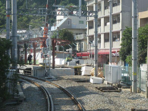 甲陽園駅進入時の前面展望。手前にあった1・2号線の分岐は跡形も無く撤去されており、奥では2号線の線路跡にコンクリートを敷き詰めている最中だった。