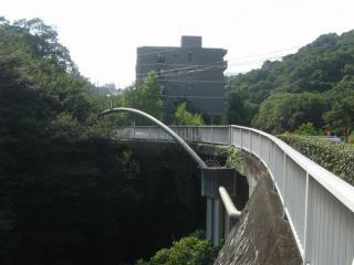 県道82号線と夙川に架かる銀水橋