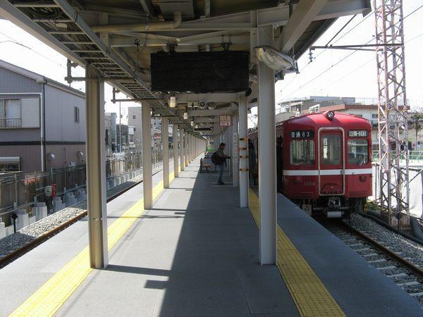 複線化された小島新田駅