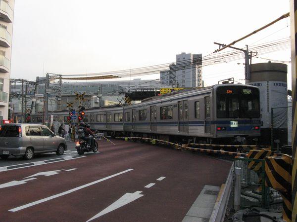 高架橋建設前の第一京浜踏切。