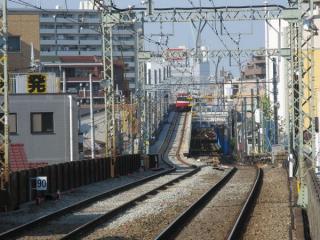 六郷土手駅下りホームから新旧接続点を見る