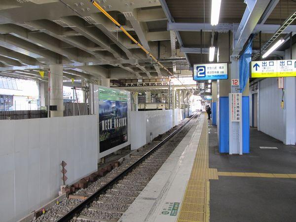 京急蒲田駅の地上下り線ホーム。旧上り線の施設は全て撤去され、作業スペースとなっている。