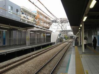 南武線ホーム川崎方端の連絡通路