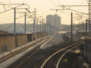 同じく上り列車から見た成田新幹線高架橋上の成田スカイアクセスの軌道