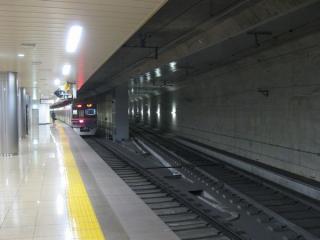 2番線から分岐する成田スカイアクセス一般特急用ホームへの線路