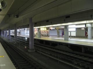 準備中の成田スカイアクセス線用ホーム(4・5番線)。JR線ホームから見たところ。