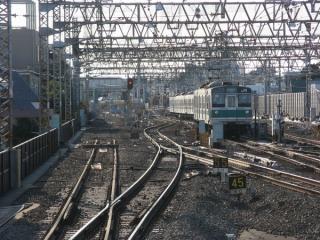 代々木上原駅のホームから小田原方を見たところ。