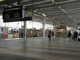 東急大井町線大井町駅ホーム。りんかい線建設にあわせて拡幅された。