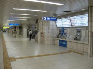 大阪天満宮駅東改札口と自動券売機