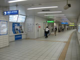 大阪城北詰駅の自動券売機と改札口
