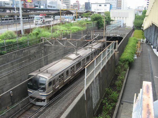 江戸東京博物館2階のテラスから眺めた総武トンネル入口。