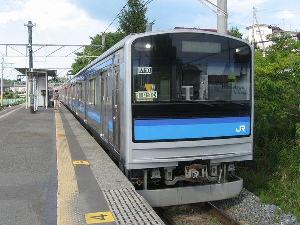 仙石線を走る205系3100番台。フロントガラス左下に書かれているのがATACS無線機の固有ID。