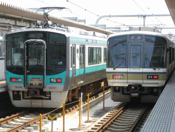 加古川線125系とJR神戸線221系