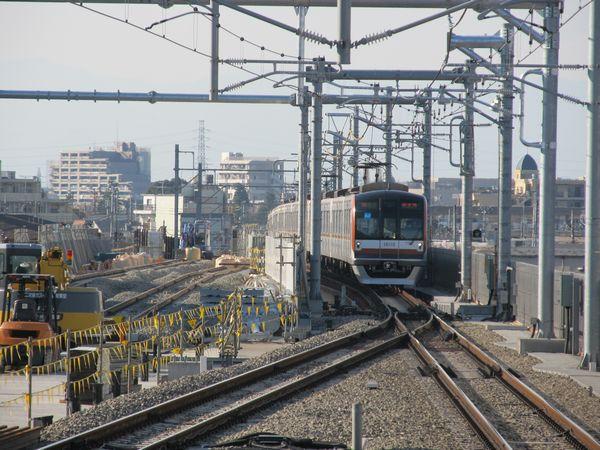 上り線のみが高架化された段階の石神井公園駅大泉学園方。