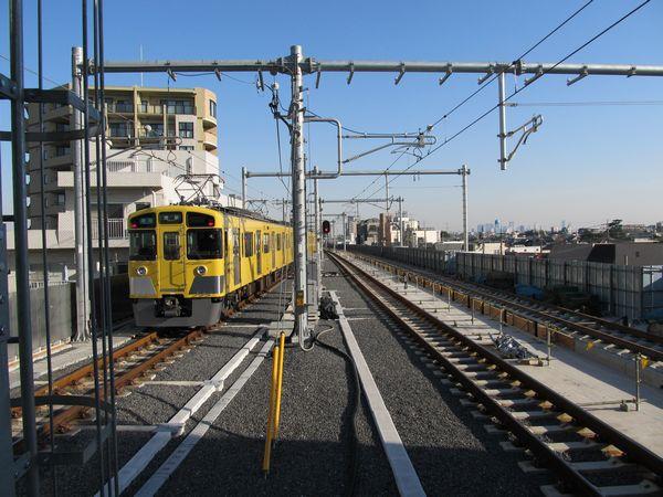 石神井公園駅高架上りホームから練馬方面を見る。