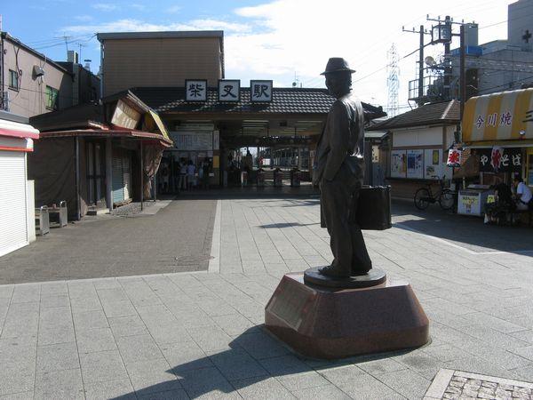 京成金町線柴又駅と寅さんの像