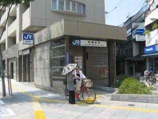エレベータが併設されている新福島駅1号出入口